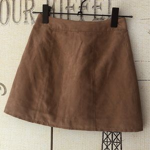 🐒H&M Dividco Mini Skirt in Soft Tan Suede🐒